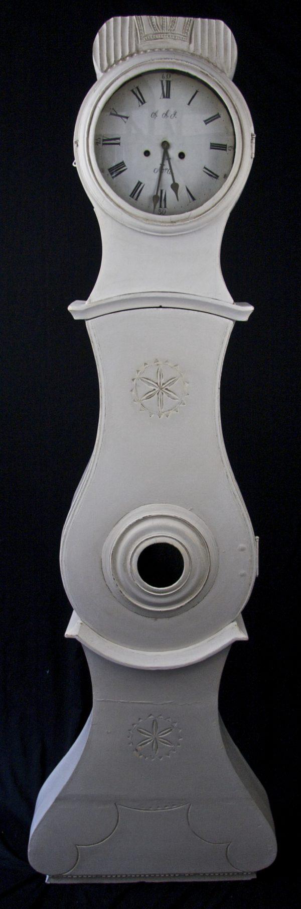 1800s White Crowned Mora Clock Ribbed Detailing
