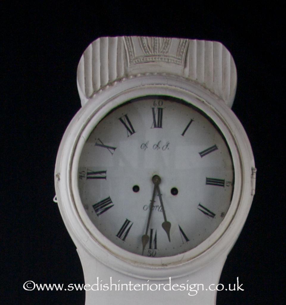 crown top ribbed mora clock