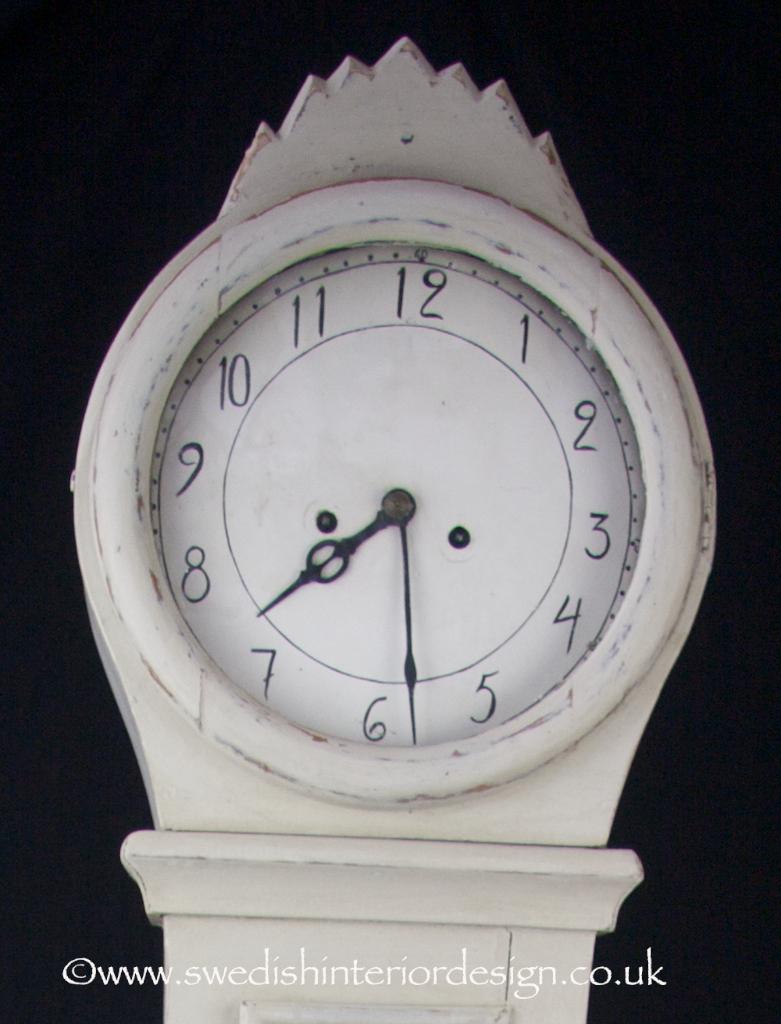 mountain crown mora clock