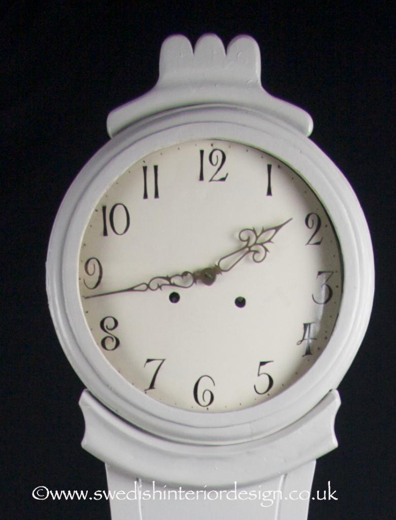 grey mora clock hood