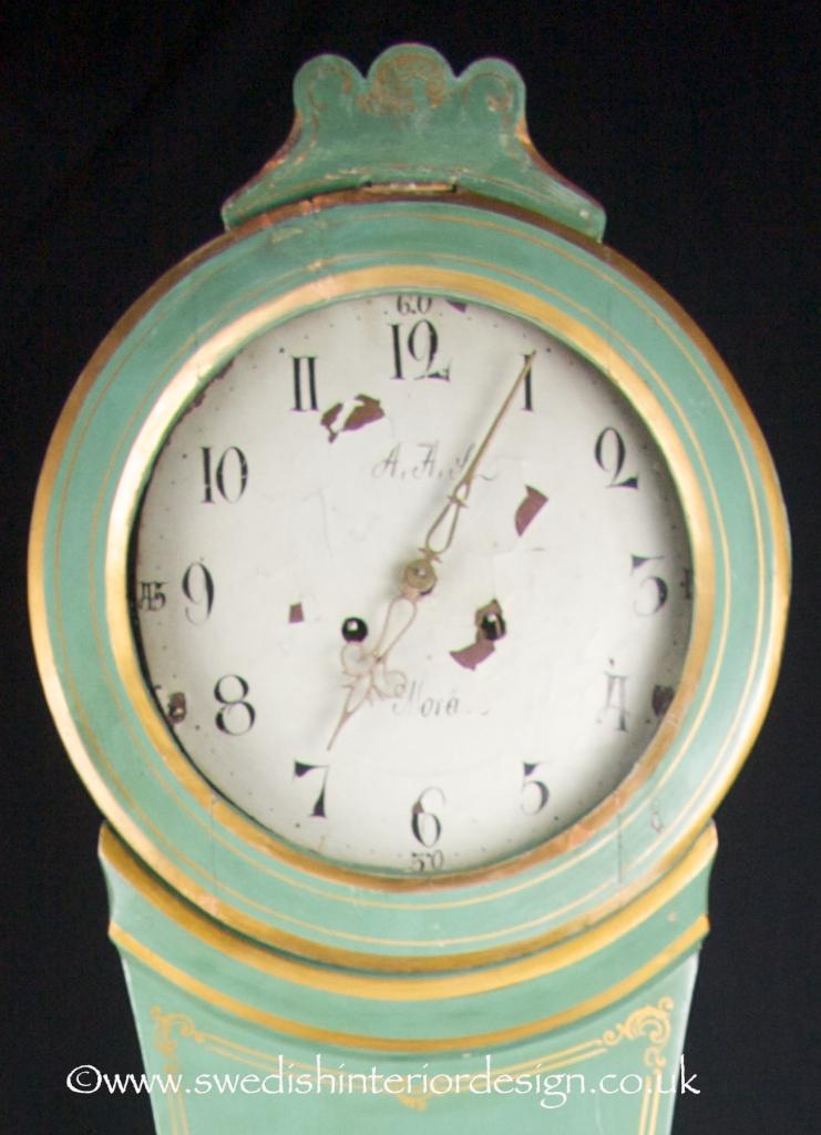green and gold mora clock