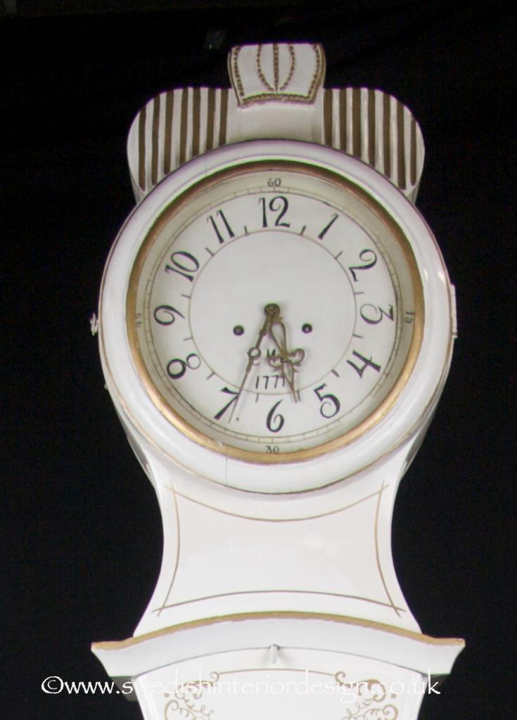 white & gold 225cm antique mora clock
