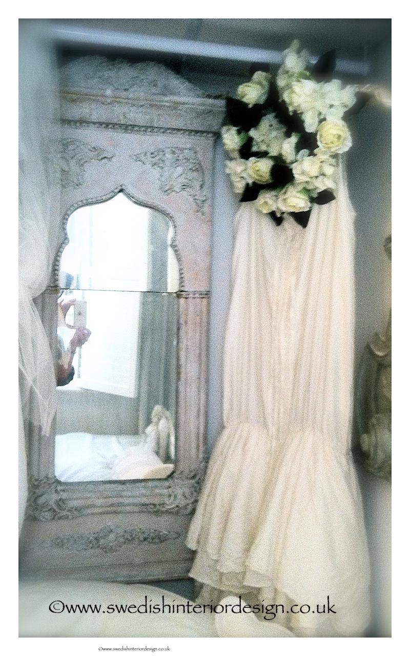 ewa i wall adress & antique gustavian mirror