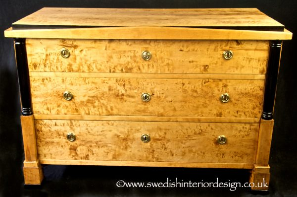 A DR15 1840s Biedermeier Chest of Drawers