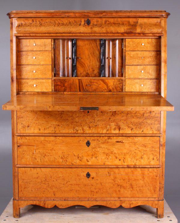 A DR 18 Antique Biedermeier Swedish Chiffonier