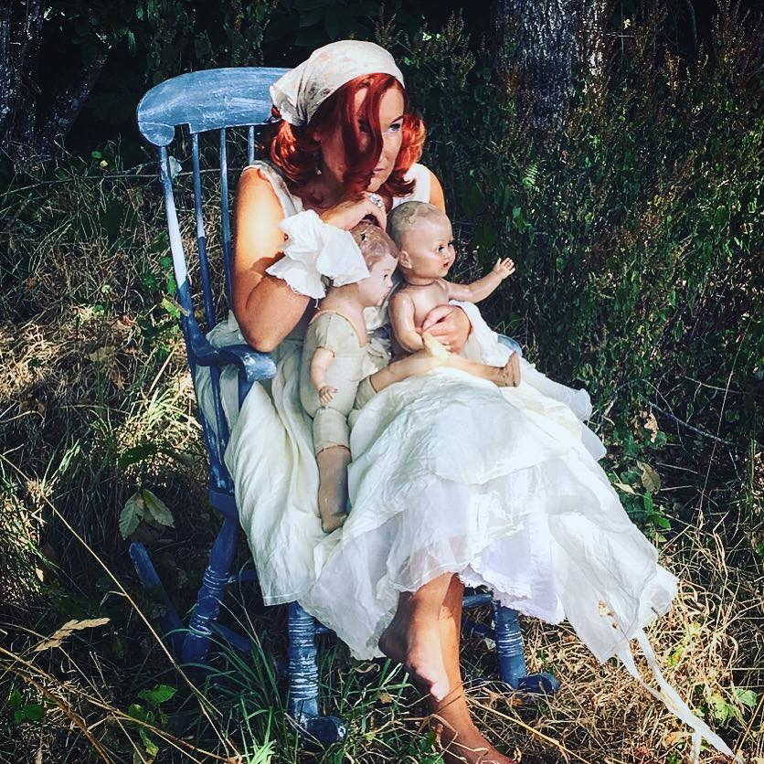 madeleine lee endometriosis hystorectomy with antique dolls & rocking chairs ewa walla